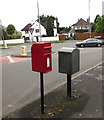 ST2887 : Queen Elizabeth II postbox, Ridgeway, Newport by Jaggery