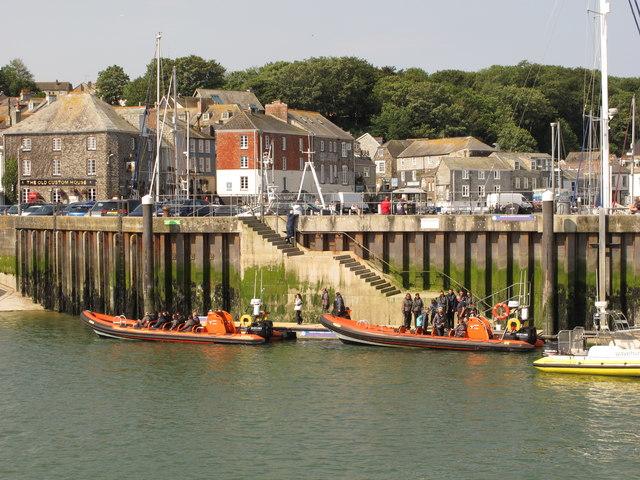 Padstow speedboats loading passengers