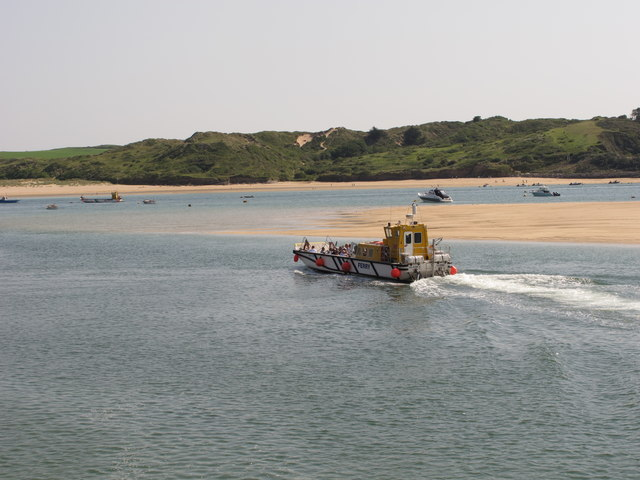 Ferry to Rock leaving Padstow