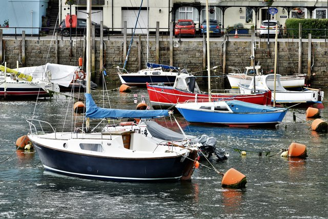 West Looe: Boats on the mud bank