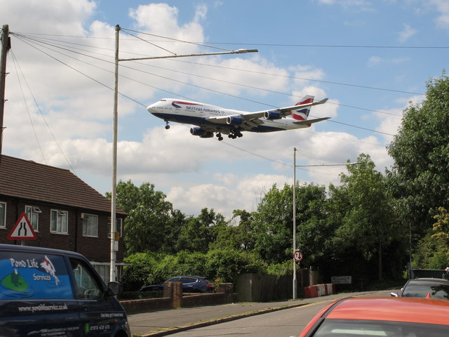 Airliner lands at Heathrow near Longford houses