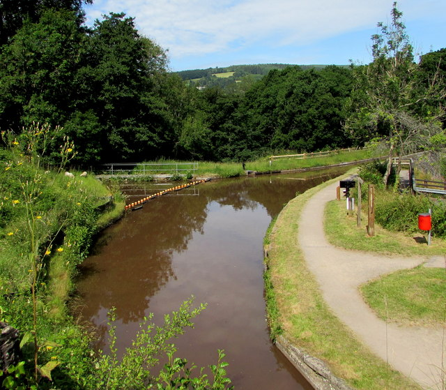 Bend in the canal, Talybont-on-Usk