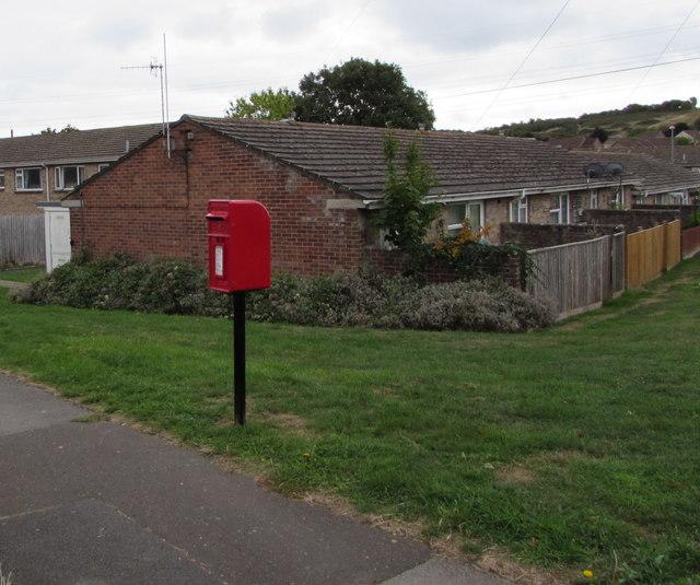 Queen Elizabeth II postbox, Littlemoor Road, Weymouth