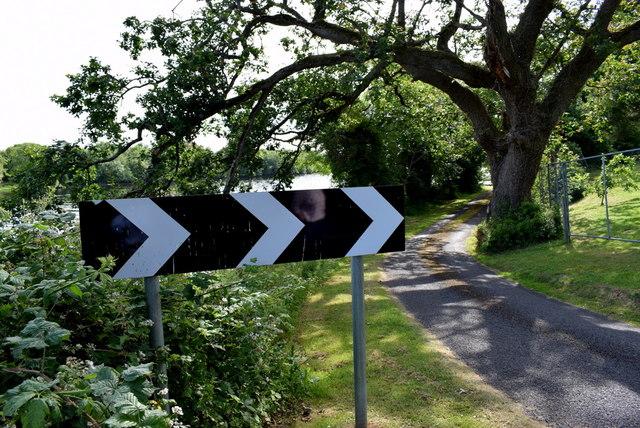 Sharp bend sign, Rossigh