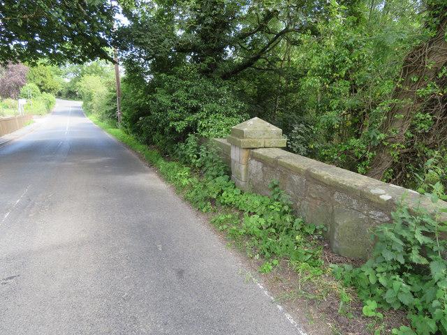 Rhyd-y-Defaid bridge and milestone on the A5104