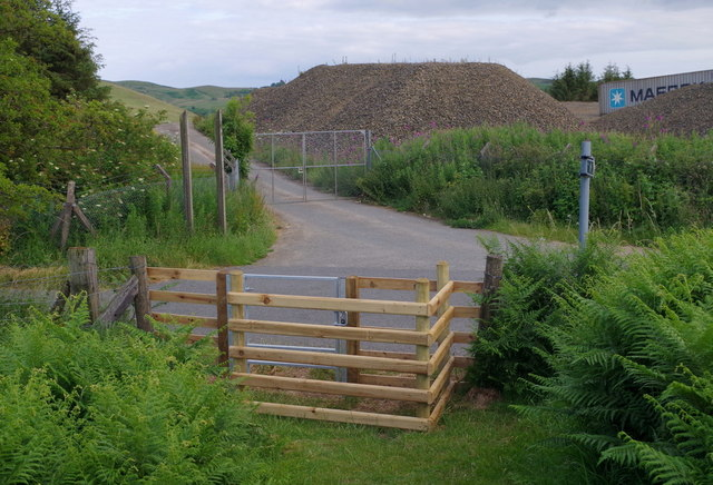 New gate to lane for footpath