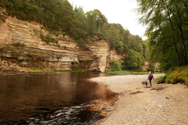 Cliffs at Leadendricht Pool