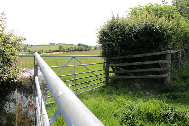 A walk along Kirkgate Lane: views from the highest point (12e)