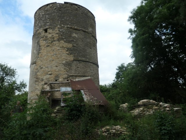 Coates round house, south side, Thames and Severn Canal