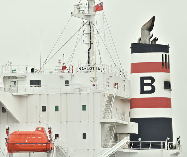 """The """"Ina-Lotte"""" (funnel), Belfast harbour (July 2019)"""