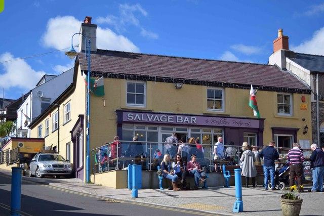 Salvage Bar and Monkstone Restaurant, 1 High Street, Saundersfoot, Pembs