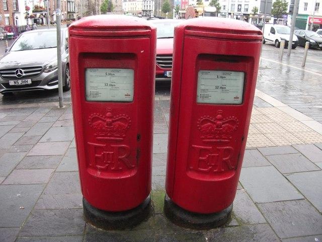 A pair of type K EIIR pillar boxes, Caernarfon