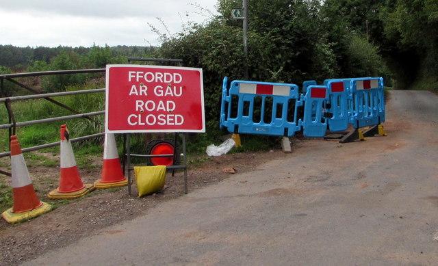 FFORDD AR GAU/ROAD CLOSED, Bettws Hill, Newport