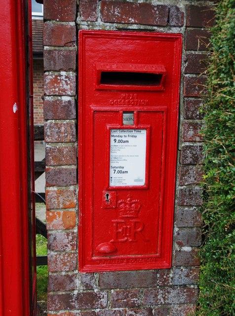 Elizabeth II wall-mounted postbox, Chapel Row, near Bucklebury, Berks