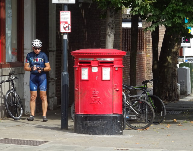 Double aperture Elizabeth II postbox on High Road, Willesden