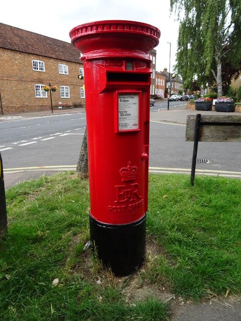 Elizabeth II postbox on High Street, Redbourn