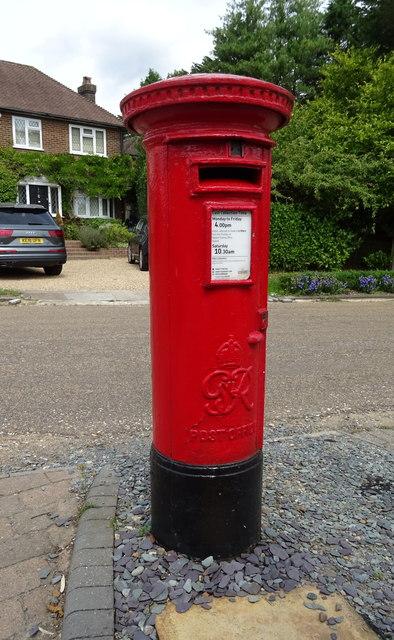 George VI postbox on Oakridge Avenue, Radlett