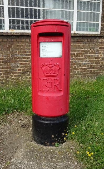 Elizabeth II postbox, Luton Railway Station