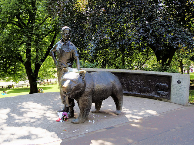 Memorial to Wojtek the Soldier Bear