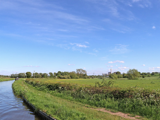 Canal and pasture north of Rugeley in Staffordshire