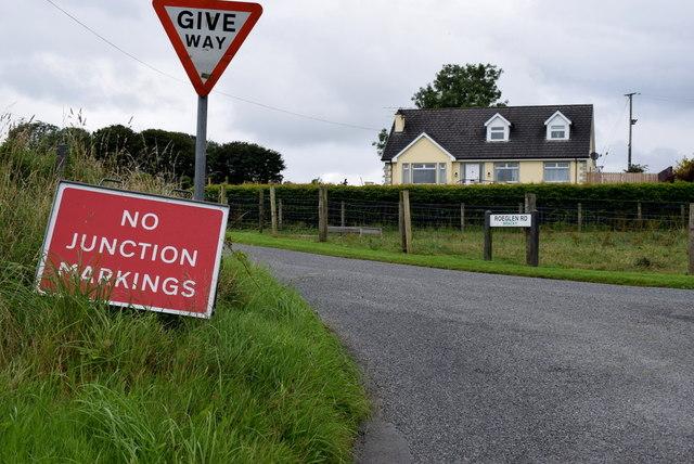 No junction markings notice, Roeglen Road