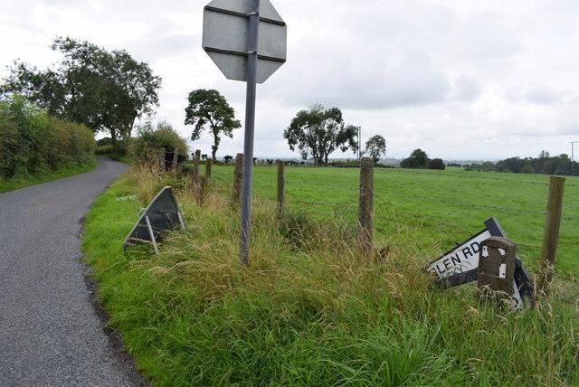 Damaged road sign along Roeglen Road
