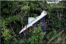 H5472 : Damaged road sign along Gap Road by Kenneth  Allen