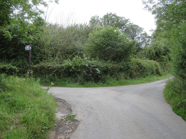 Tir-y-Fron Lane junction