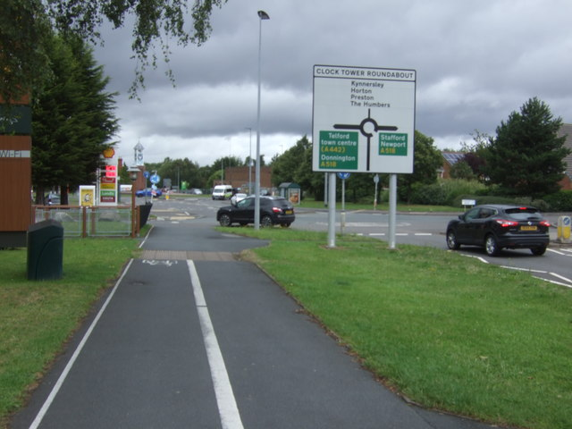 Dual use path beside School Road (A4640)