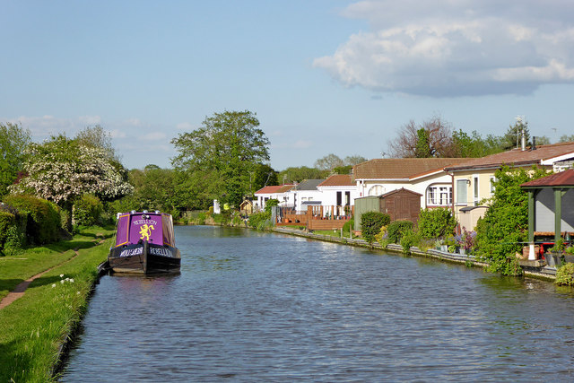 Canal and mobile homes in Penkridge, Staffordshire