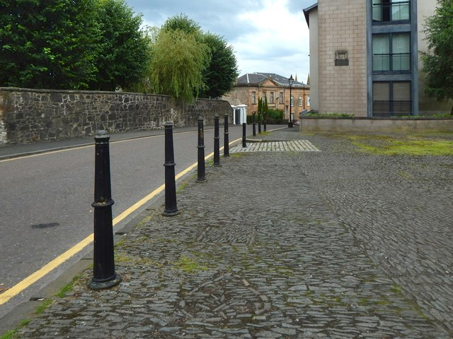 Oakshaw Trinity Church: shapes in the cobbles
