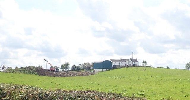 Erecting a new farm shed at Skerriff Trueman