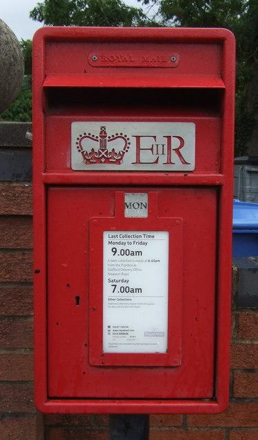 Close up, Elizabeth II postbox on Roman Road, Wheaton Aston