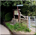 SO9419 : This way to Leckhampton Hill by Jaggery