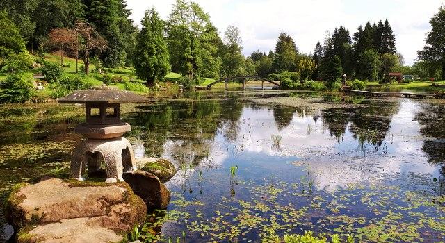 Lantern and lake at the Japanese Garden