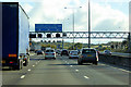 TQ5692 : Clockwise M25, Sign Gantry at Junction 29 by David Dixon