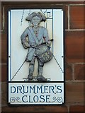 NS2876 : Drummer's Close: plaque by Lairich Rig