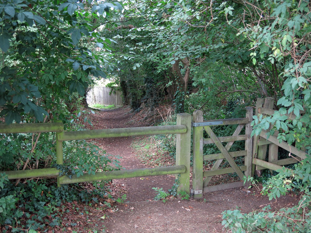Gate on the path down to Sherfield Avenue