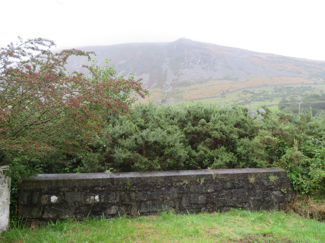 A wall, an OSBM bolt, and a view towards Moel Pen-llechog