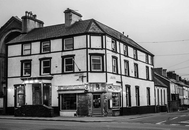 Corner of Stryd Fawr / High Street and Heol y Wyddfa /Snowdon Street