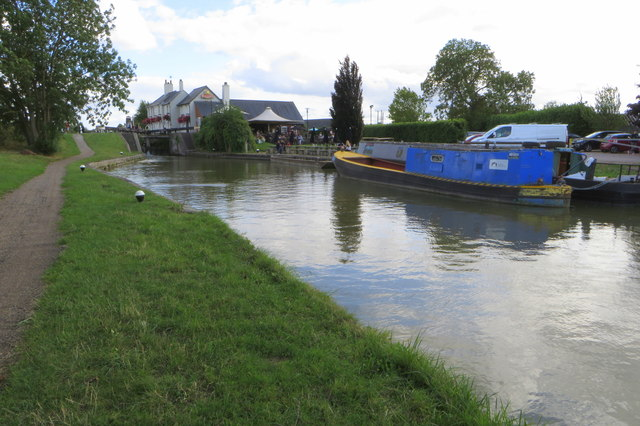 Grove Lock and pub