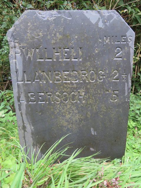 A milestone alongside the A499 by the entrance to Min-y-Ffordd