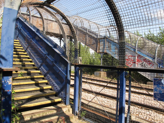 Footbridge over London Overground railway, Westcott Park