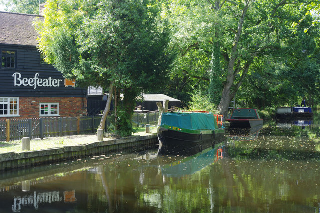 Basingstoke Canal and the Bridge Barn