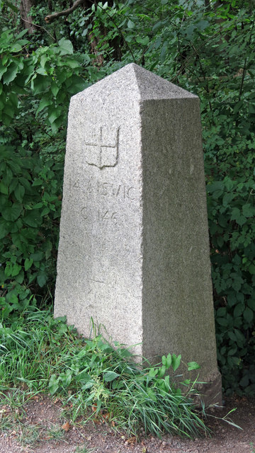 Coal tax boundary obelisk no.69, Grand Union Canal northeast of Springwell Lock