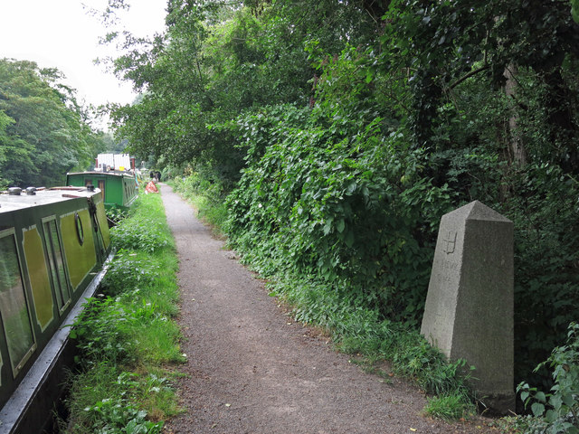 Towpath of the Grand Union Canal northeast of Springwell Lock