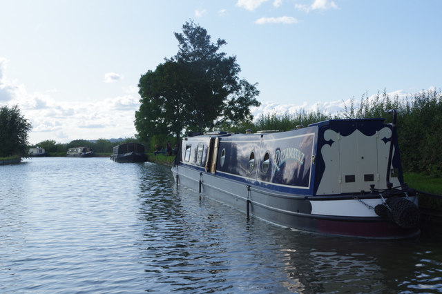 Grand Union Canal, near Flore