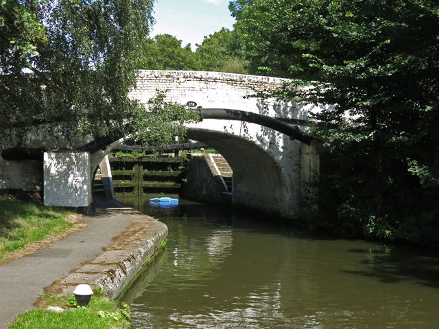 Bridge 176 on the Grand Union Canal at Springwell Lock
