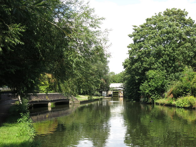 The Grand Union Canal south of Springwell Lock