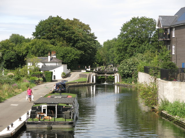 The Grand Union Canal south of Copper Mill Lock